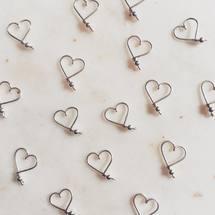 Préparer tout en douceur la Saint Valentin ♡ ♡ ♡  On vous embrasse tous bien fort ...  . #padampadam #coeur #lecoeuralaperle #lecoeurdepadam #lecoeurdepadampadam #madeinfrance #artisanatfrancais