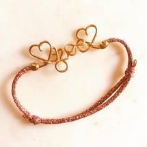 Aujourd'hui on célèbre les petites «Zoé» à l'atelier en goldfilled 14 carats✨ Belle semaine à vous tous et merci pour toutes vos commandes du week-end ♡  . #padampadam #zoe #braceletenfant #madeinfrance #custom #bijouxcreateur #padampadamparis