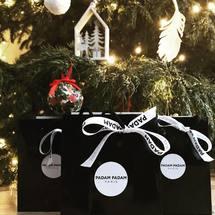 Joyeux noël à tous 🎄🌟 Que cette journée soit remplie de joie, de bonheur et de sourires. On a hâte de découvrir vos jolies photos. Profitez bien de tous vos proches ♡  . #padampadamparis #padampadam #cadeau #jouyeuxnoel #merrychristmas #christmas #sapin #present #madeinfrance