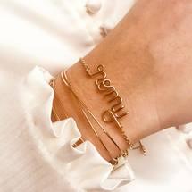 Ce matin on célèbre les jolies «Romy» à l'atelier et on vous souhaite une magnifique journée !!! . #padampadamparis #personnalisation #romy #atelier #madeinfrance #artisanat #bracelet #prenom #goldfilled