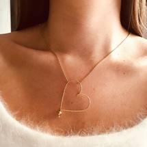 Douceur du dimanche avec notre emblématique collier grand cœur Sparkle ♡  On vous souhaite une ravissante journée ... . #padampadam #grandcoeur #lecoeuralaperle #lecoeurdepadampadam #anamour #madeinfrance🇫🇷 #artisanat #goldfilledjewelry