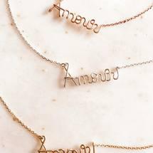 Le grand Amour ... Sculptés entièrement à la main, nos trois métaux précieux sont très résistants à la vie, à l'eau et au temps qui passe ... Personnalisez tous vos coups de cœur ♡ . Bon dimanche à tous ... . #padampadam #amour #collieramour #legrandamour #sculpteur #artisanatfrancais #neacklace #silver #goldfilled #love
