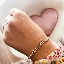 Le grand Amour ... Personnalisez le Perlisien de vos rêves... Sculptés au fil de métal précieux et associés à nos jolies perles, le combo parfait pour une belle rentrée ✨ . On vous souhaite une belle journée !  . #perles #perlisien #padampadam #amour #legrandamour #love #perlisienlove #goldfilled #madeinfrance #braceletpersonnalisé