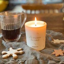 Comme un dimanche qui commence bien ! Noël is coming avec notre  bougie  «La maison du cœur» chez la jolie @asundaymorningperrine ♡  . Merci pour cette ravissante photo Perrine qui nous glisse dans la magie de noël ✨ Belle journée sous les cœurs ... . #bougie #candle #lamaisonducoeur #noel #christmas #madeinfrance #senteurs  #feudebois #lamaisonducoeur #cirebiodégradable