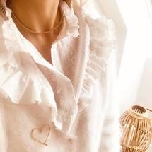 Combo du jour ... Notre collier Perlisien accompagné de notre jolie broche grand cœur Sparkle ♡  On vous souhaite une merveilleuse journée d'automne ... . #broche #grandcoeur #moncoeur #anamour #perlisien #perles #artisanatfrancais #madeinfrance #goldfilledjewelry #padampadam