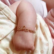 Mercredi en bonne compagnie 💕 Ce petit poignet à croquer on en mangerait ... Belle journée à tous ! . #minipadam #padampadam #kidsjewelry #braceletenfant #sohanne #padampadamparis #madeinfrance #braceletpersonnalisé