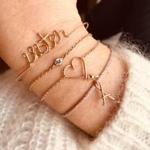 Bijoux du jour bonjour ✨ Notre bracelet mon cœur sur chaîne existe désormais en fil Sparkle, et le collier aussi♡  . Passez une belle journée ... . #padampadam #moncoeur #lecoeuralaperle #padampadamparis #artisanat #bracelets #paillete #sister