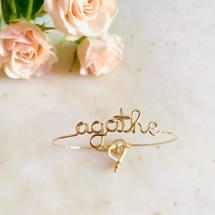 Aujourd'hui on célèbre les jolies «Agathe» en goldfilled 14 carats   Très belle journée sous les roses ♡  . #padampadam #agathe #madeinfrance #marbre #braceletpersonnalisé #padampadamparis #jonc #personnalisation